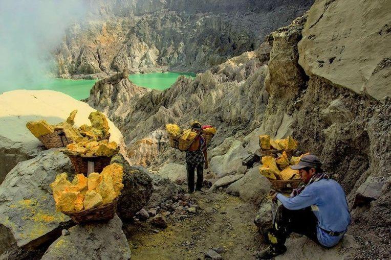 ijen sulphur mining gallery